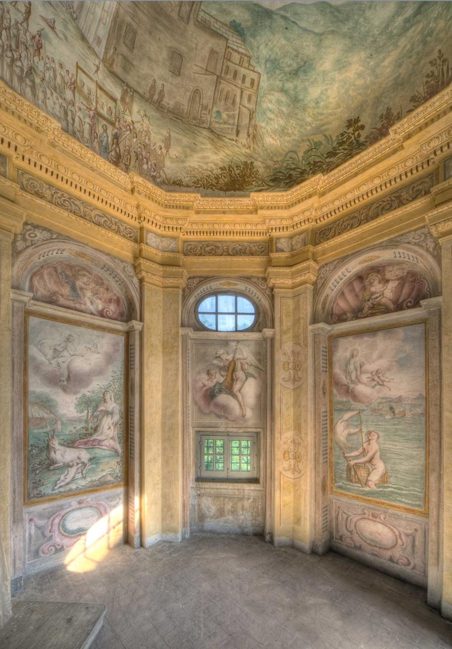 Santuario di Nostra Signora della Misericordia, Cappella della Crocetta: affreschi di Bartolomeo Guidobono e Giovanni Enrico Haffner (ca. 1680).